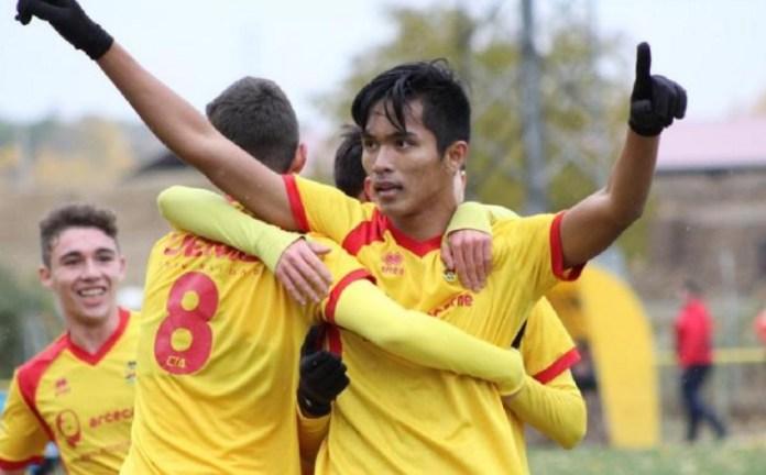 Pemain asal Balikpapan, Kalimantan Timur, Helmy Putra Damanik, resmi masuk starting line up tim CIA Palencia A, yang bermain di Liga Nasional U 18 Division de Honor, di Spanyol, melalui proyek Vamos Indonesia. (tempo.co)