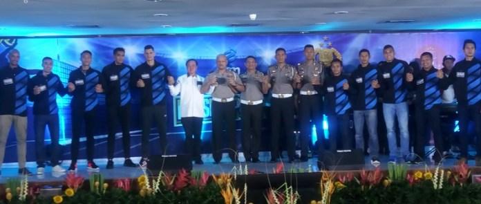Irjen. Pol. Drs. Refdi Andri. M.Si, Kepala Korps Lalu Lintas Polri (keenam dari kiri), berharap tim Bhayangkara Samator dan Popsivo PGN Polwan, dapat mengawinkan gelar Proliga 2019. (Adt/NYSN)