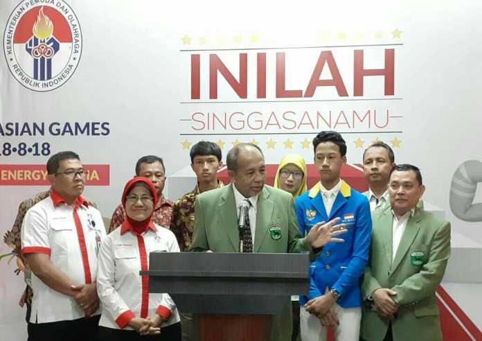 Atlet berkuda muda Indonesia Muhammad Akbar Kurniawan (baju biru) usai bertemu Menpora Imam Nahrawi dan menyampaikan keinginannya untuk tampil di Olimpiade. (Adt/NYSN)