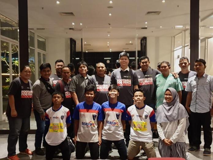 Uni Papua bersama pengurus dan perwakilan tim sepakbola sosial Uni Papua FC.