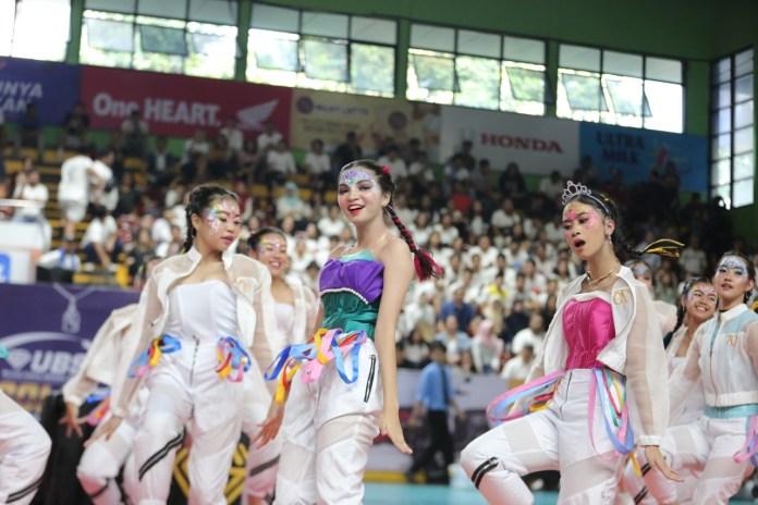 Penampilan Blaze (nama tim dance SMAN 70 Jakarta) membuat decak kagum penonton yang hadir di GOR Bulungan, Jaksel.