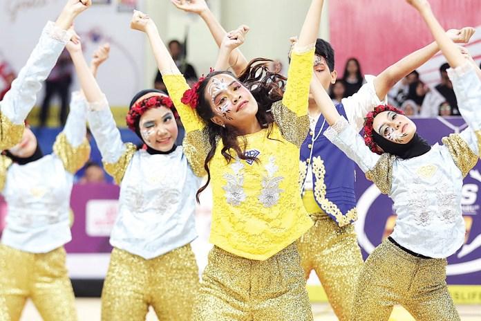 White Shadow Dance Crew (julukan tim dance SMAN 39 pa) menampilkan performance yang berbeda. Mereka membawa pesan tersendiri terkait isu bodu shaming yang merebak di kalangan pelajar.
