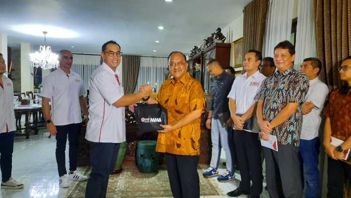 Ketua Umum KONI Pusat Letjen TNI (Purn) Marciano Norman saat menerima kedatangan pengurus KOBI di Jakarta, Rabu, 4 Juni 2020 malam.