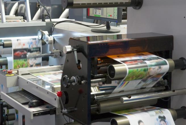 Impresora Flexográfica Impriendo a 5 Colores