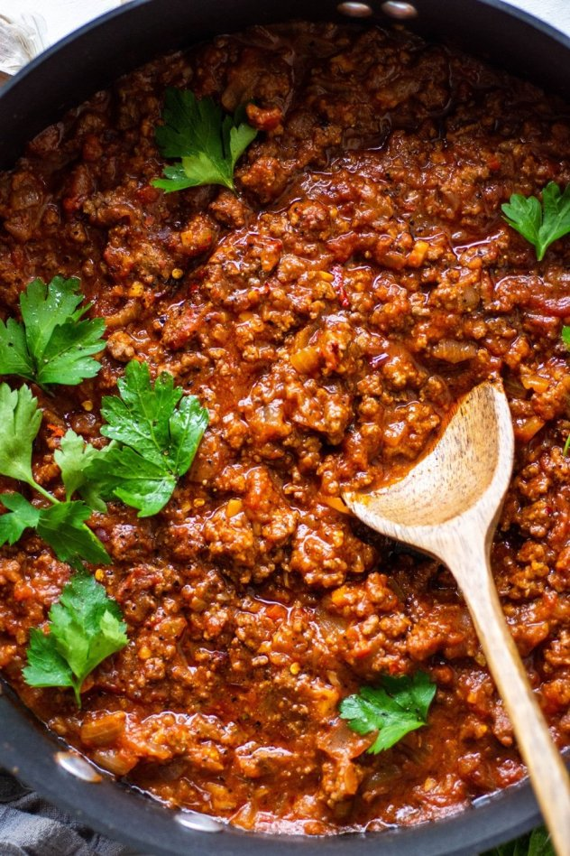 This super easy marinara sauce with ground beef is a healthy, short cut version of a classic full flavored meat sauce! Ready in 30 minutes FLAT for a healthy meal option that's gluten free, paleo, and whole30 friendly.