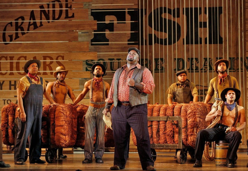 Show Boat Francesca Zambello S Revival Goes Upstream And Down New York Stage Review