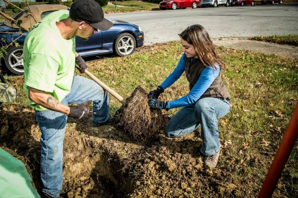 (ALL RIGHTS) November 2015. The Brightside Organization, The Nature Conservancy, UPS and Brown-Forman partnered to plant 150 trees along West Broadway from 20th Street to the end at Shawnee Park in Louisville, Kentucky. Photo credit: © The Nature Conservancy (Devan King)