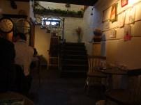 La cafetería abajo