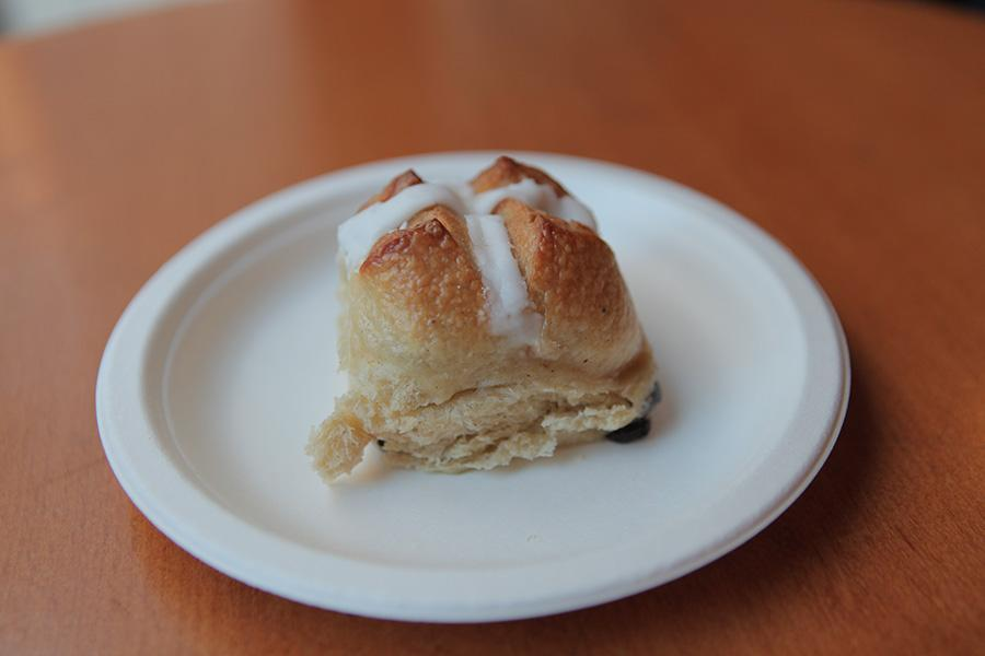 A+hot+cross+bun+is+a+spiced+pastry+made+with+currants+and+raisins+and+marked+with+a+cross.%0A