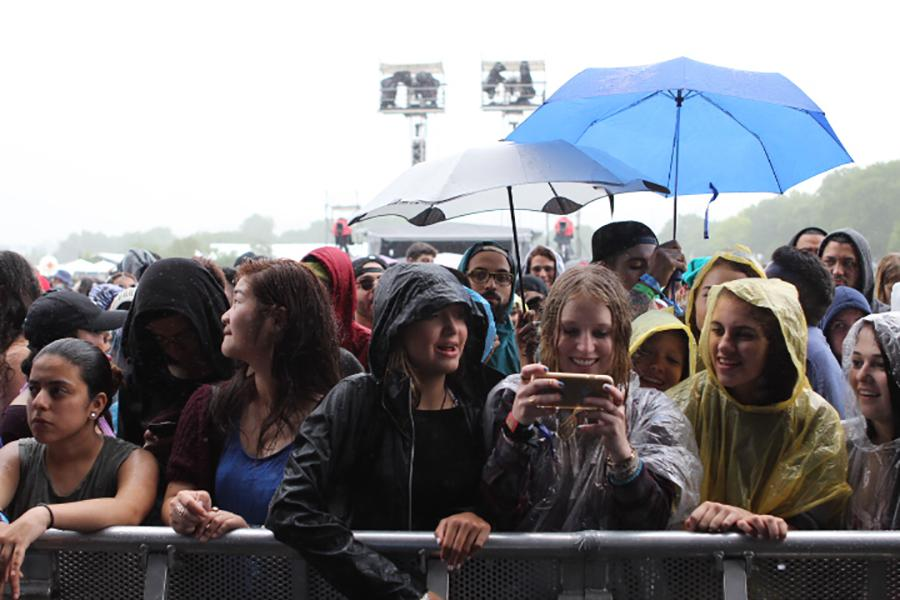 Fans at Atmospheres concert at the NYC stage.