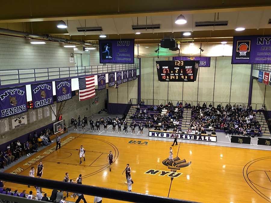 The men's and women's basketball teams played against University of Chicago and Washington University in St. Louis over the past weekend.