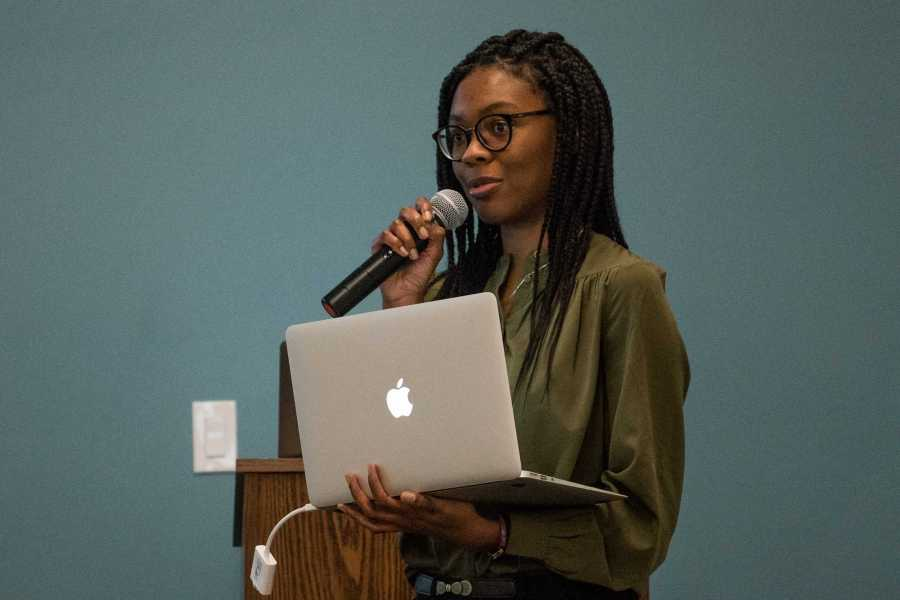 Student Government Assembly Chairperson Jakiyah Bradley leads a November 2018 town hall on food insecurity. (Photo by Sam Klein)