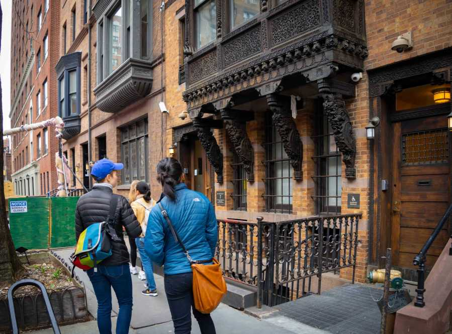 Prospective students survey the the Brofman Center, NYU's Center for Jewish Life. (Alana Beyer)