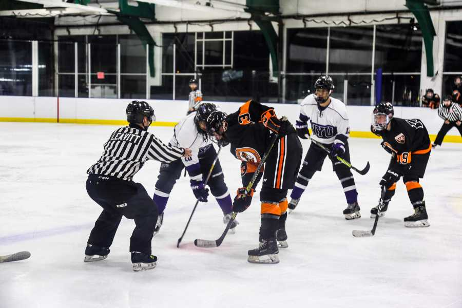 The NYU Men's Hockey team played its first game at Chelsea Piers on Friday. (Staff Photo by Julia McNeill)