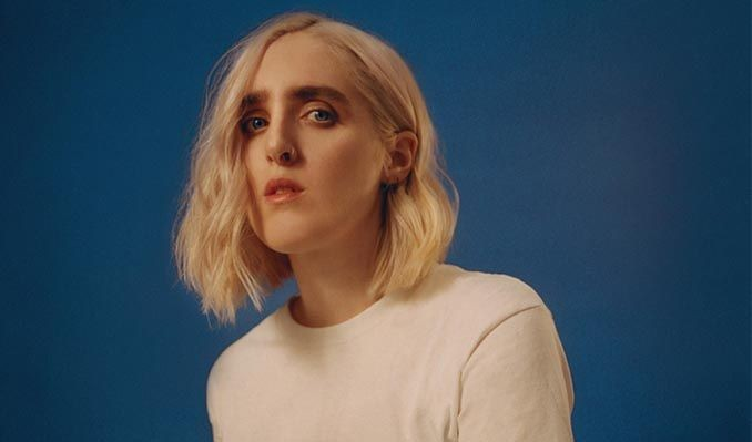 """Shura performed at Music Hall of Williamsburg on Wednesday Oct 23 for her """"forevher"""" album tour. Her dynamic performance reflected both optimism and love through her personal story. (via Secretly Canadian)"""