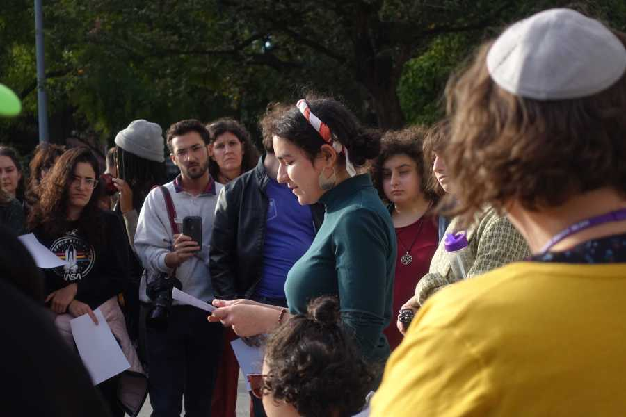 Nicole Beremovica a CAS sophomore who was raised in Dusseldorf, Germany, speaks at a vigil honoring the victims of a Yom Kippur attack in Halle, Germany. (Staff Photo by Min Ji Kim)