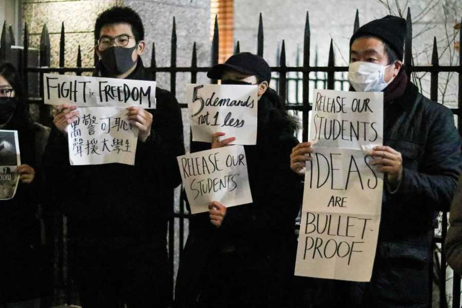 Protestors+held+signs+and+chanted+in+support+of+Hong+Kong%2C+demanding+an+end+to+police+brutality.+%28Photo+by+Ishaan+Parmar%29