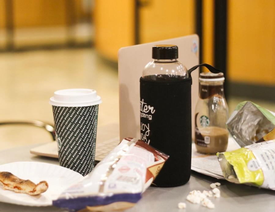 Pulling+an+all-nighter+at+Bobst+means+lots+of+coffee+and+snacks+to+get+you+through+the+night.+%28Photo+by+Alex+Tran%29