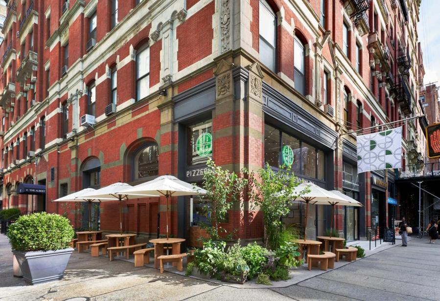 SIMÒ PIZZA opened their second location in Greenwich Village on Tuesday. Simone Falco, the founder of the restaurant, came to New York from Naples, Italy with the goal of bringing people together with classic Neapolitan pizza. (Image courtesy of Francesco Sapienza)