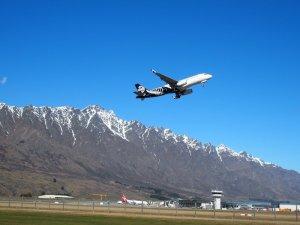 クイーンズタウン空港NZ航空機シドニー行