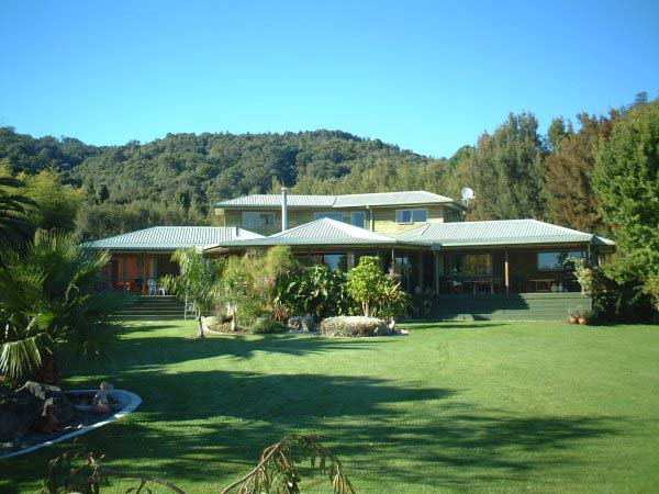 Tui Lodge Accommodation and Backpackers