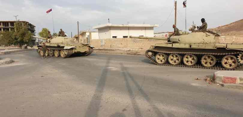 L'armée syrienne et un convoi militaire russe roulent dans le nord de Raqqa: vidéo