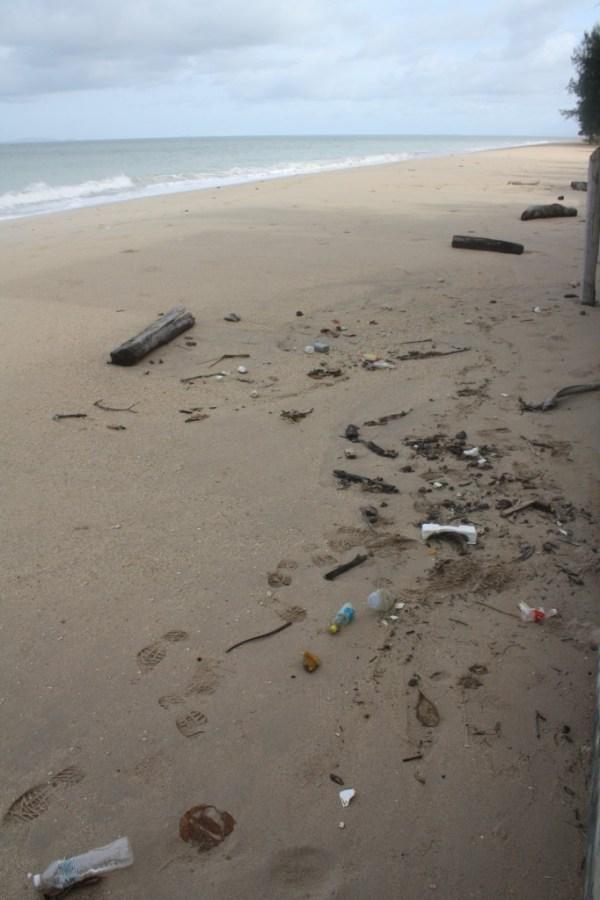 koh lanta phra ae beach rubbish