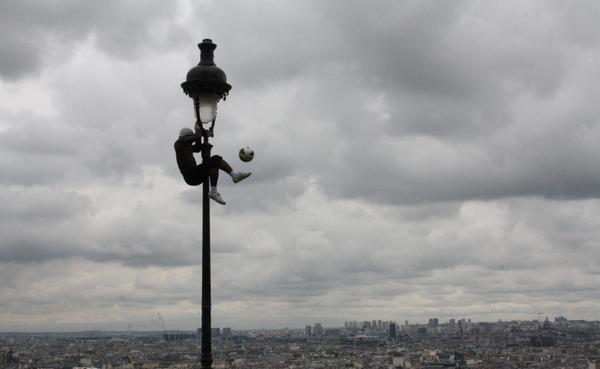 paris street performer soccer ball montmartre