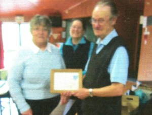 Hank receiving his award from Monica Comrie, secretary of Whangarei Philatelic Society and past NZPF delegate
