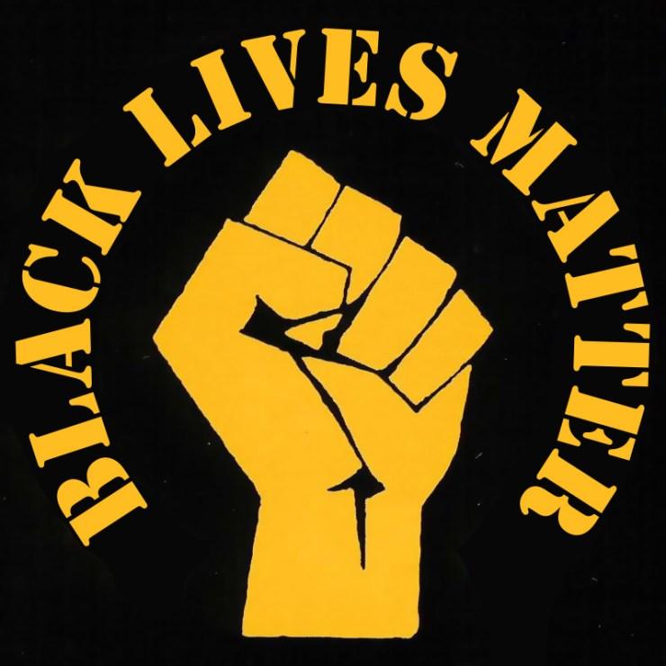 Illustrerad bild av Black Lives Matter, med en knuten näve i luften.