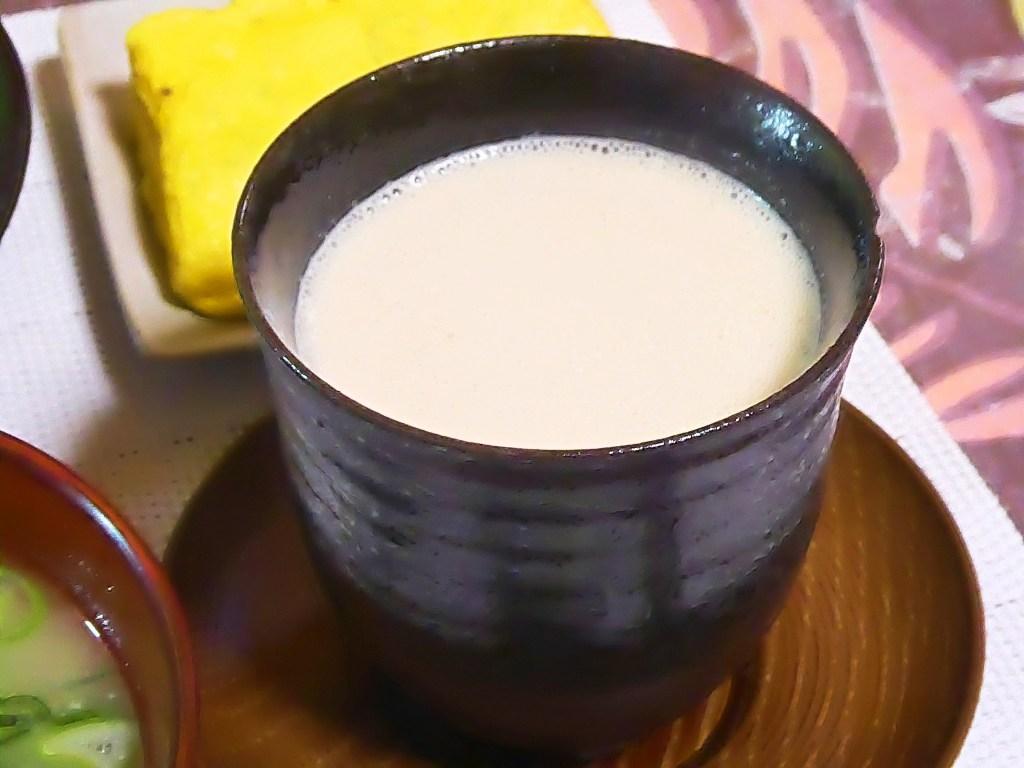 湯呑みにプロテイン(マイプロテインシナモンデニッシュ味)