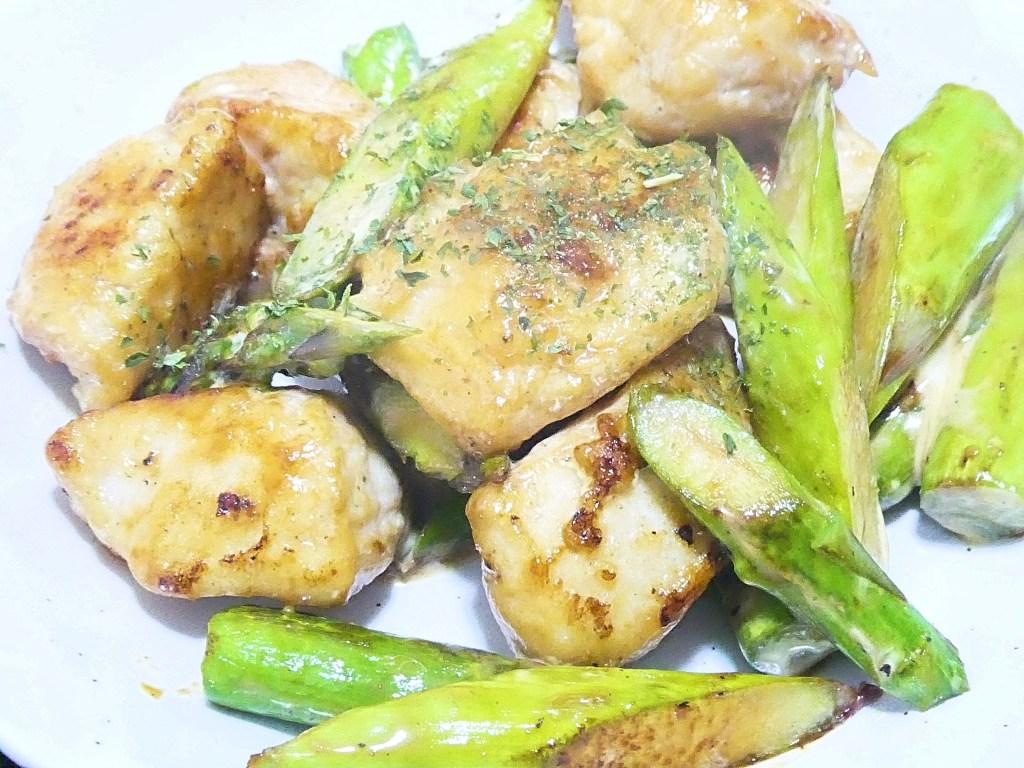 鶏胸肉とアスパラのマヨポン炒め