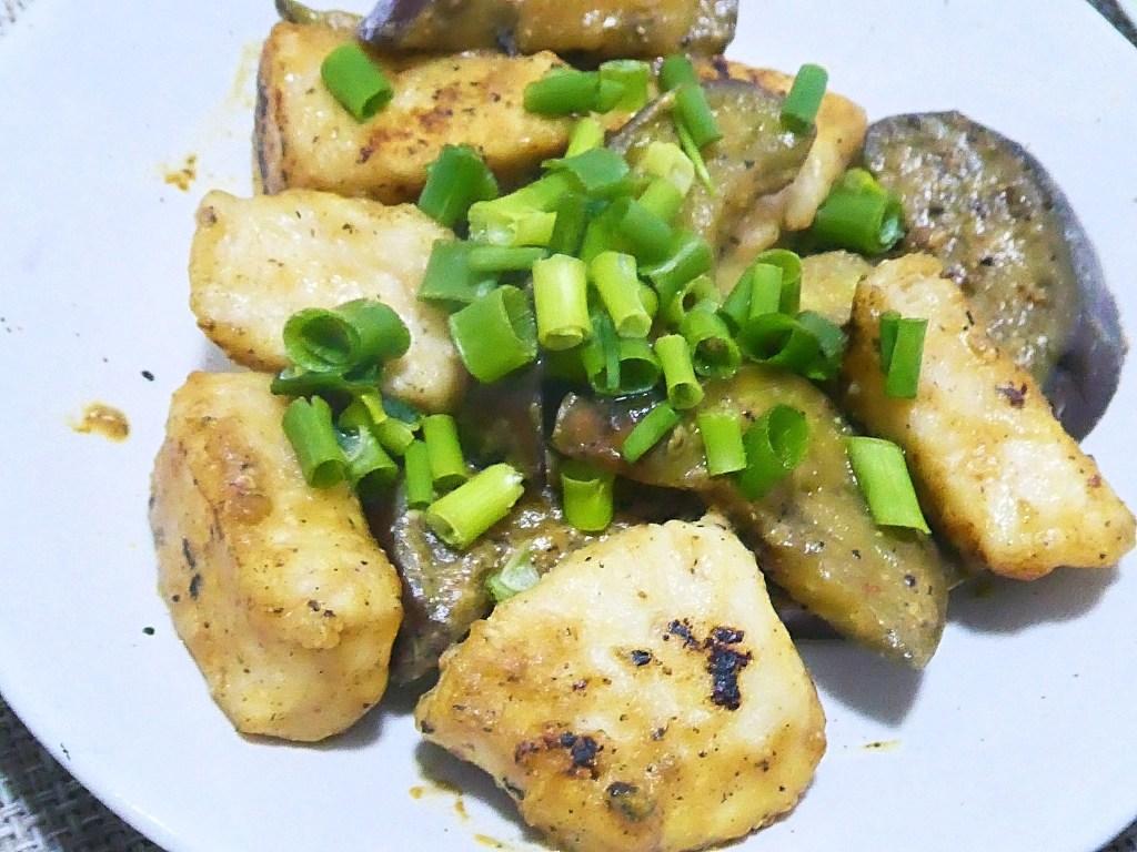 鶏胸肉となすのピリ辛味噌炒め