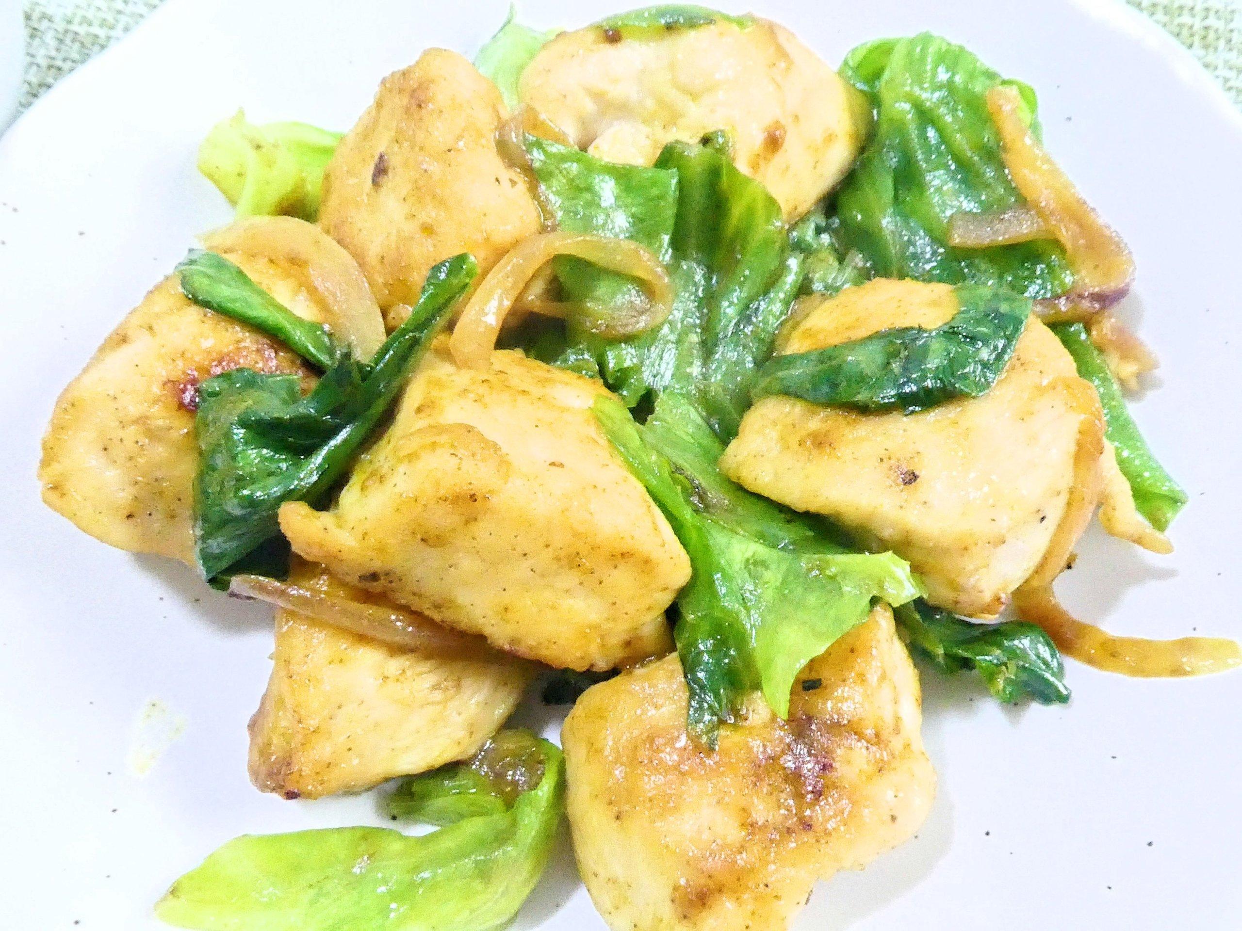 鶏胸肉とレタスのカレー炒め