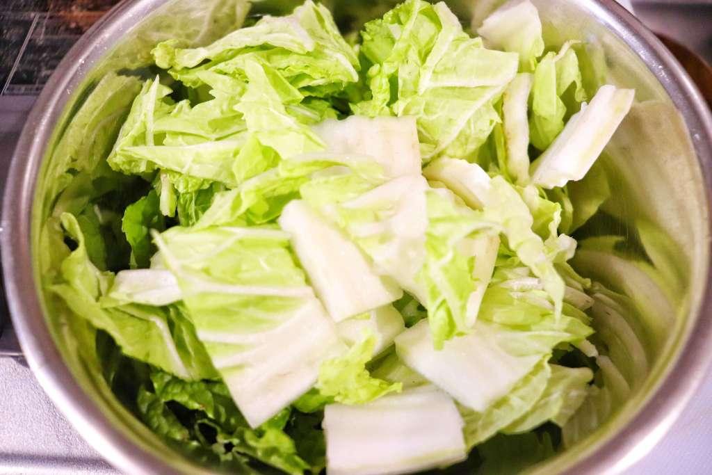 白菜は食べやすい大きさに切る