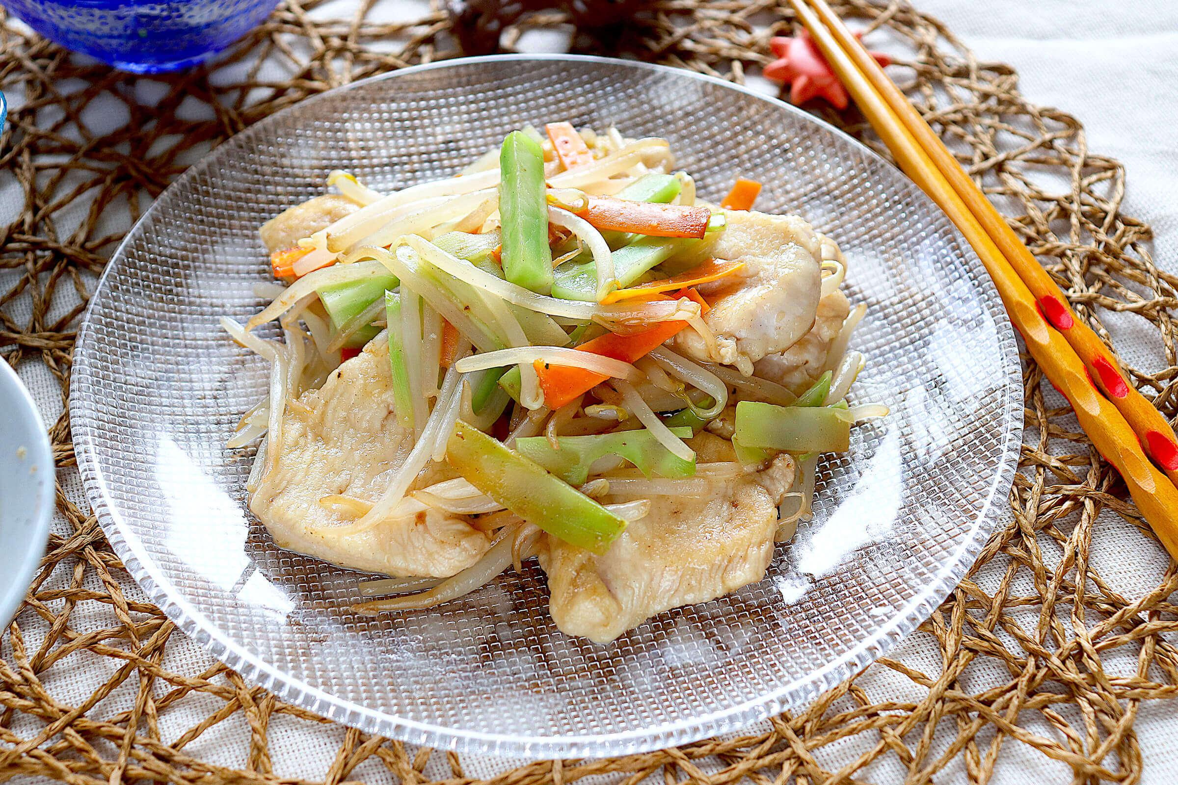 鶏胸肉とブロッコっリーの茎のもやし炒め