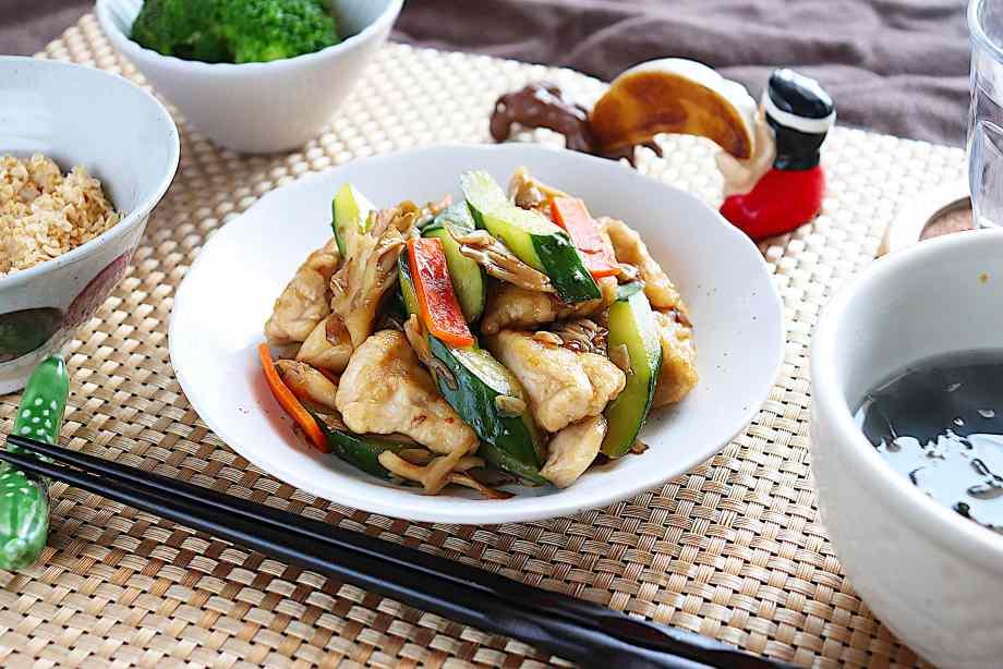 鶏胸肉ときゅうりの中華炒め