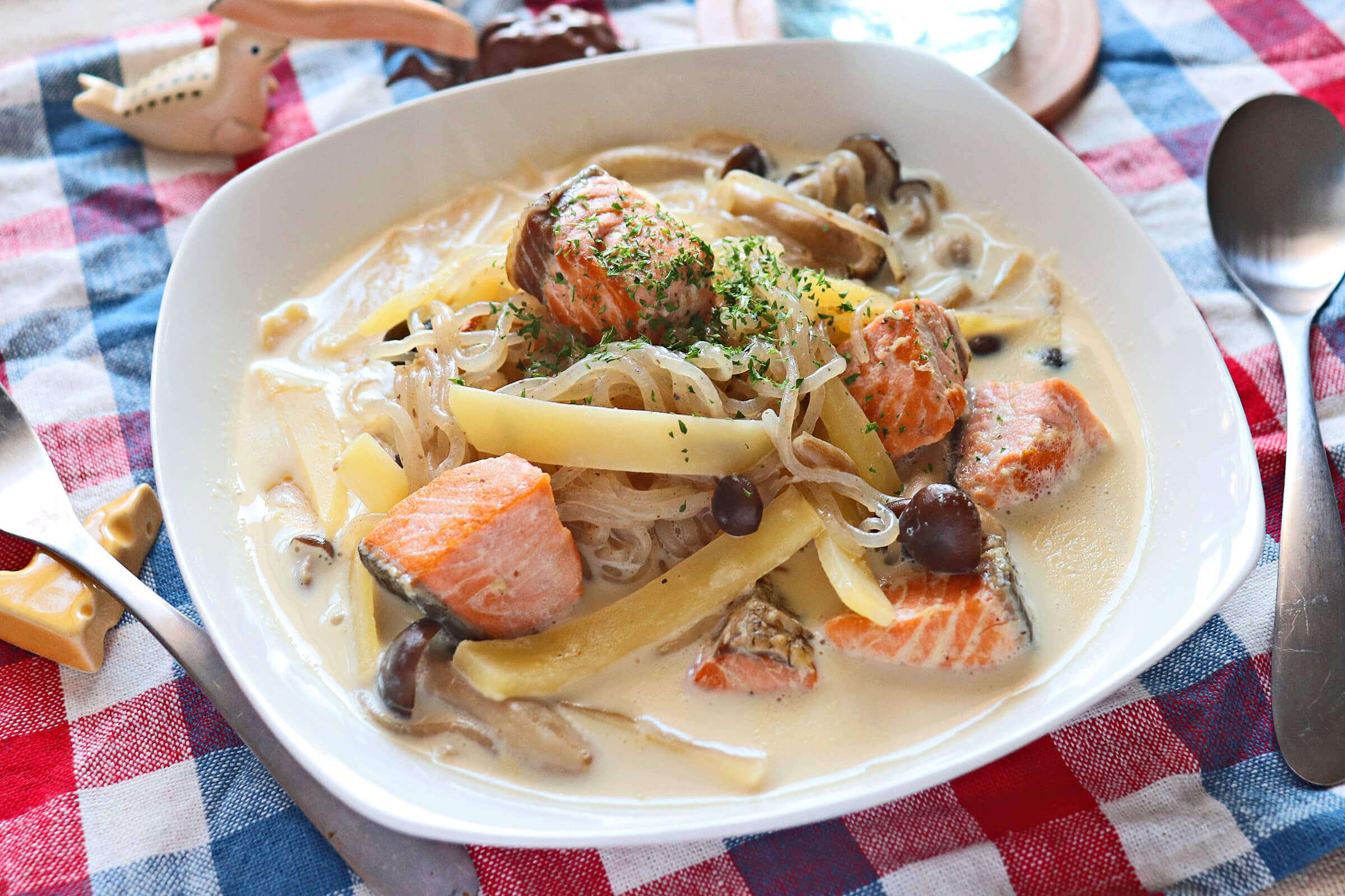 鮭とじゃがいものしらたきクリームスープスパゲティ