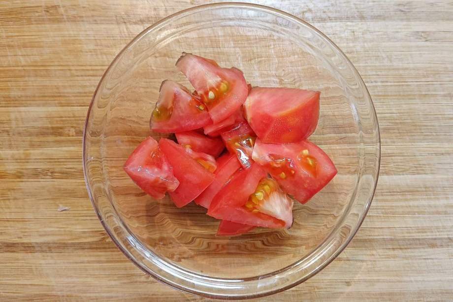 トマトを切る
