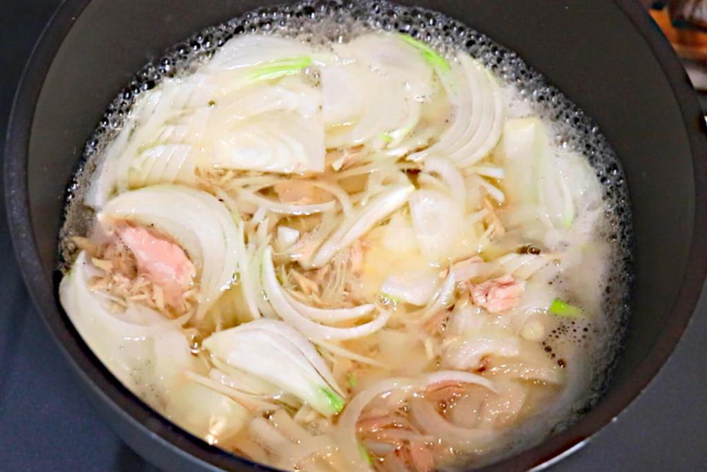 スープ、具材を煮る