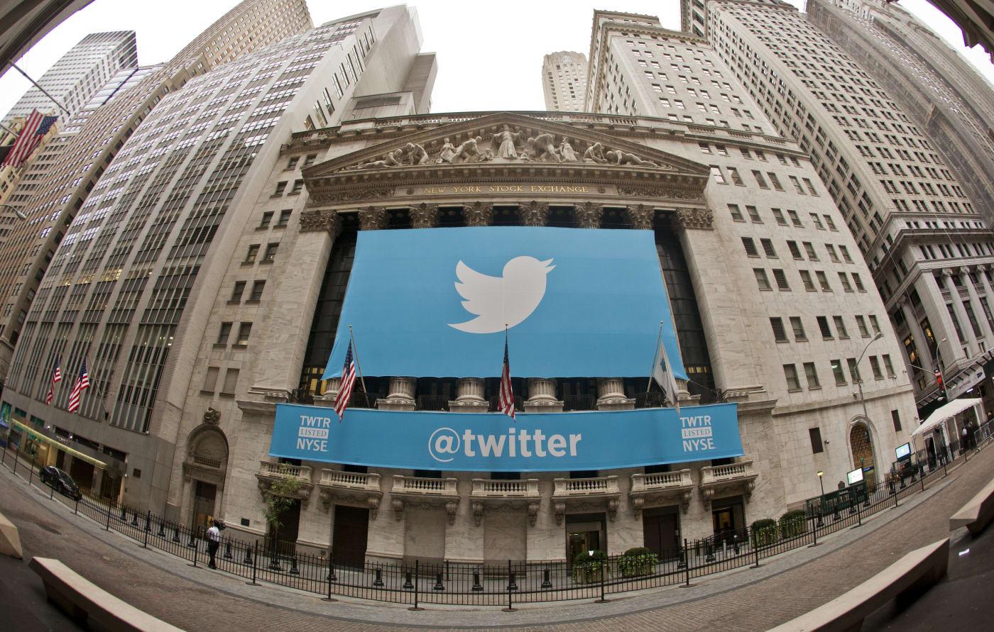Twitter secondo le informazioni ricevute progetta di incastonare gli utenti cinguetta accanto agli annunci