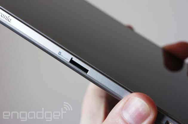 Acer Iconia W4 microSD card slot