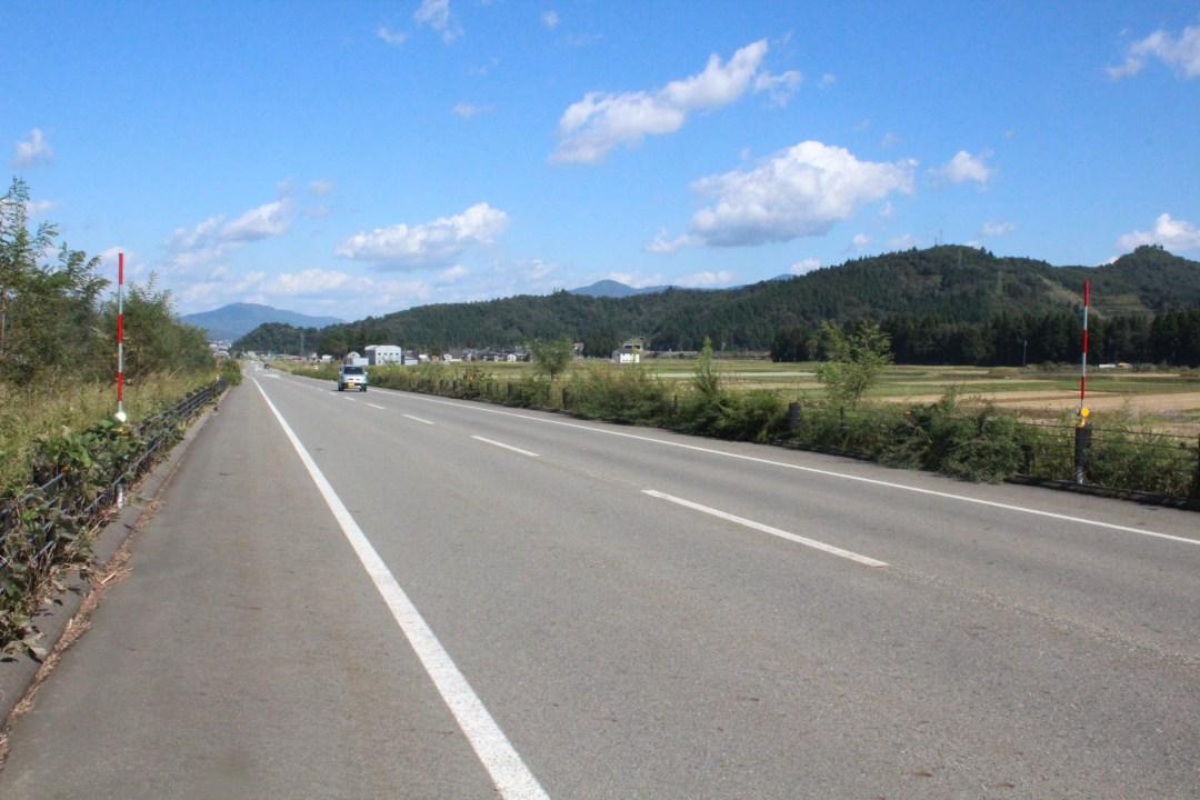 浦佐バイパスの北には国道17号が、南には関越自動車道と国道291号が走るためか、交通量はまばら