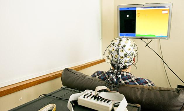 Lo studio prova che possiamo controllare i cervelli di ciascuno sopra Internet