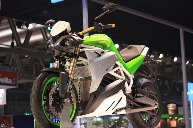 """Energica Eva è un superbike elettrico """"nudo"""" per la via"""