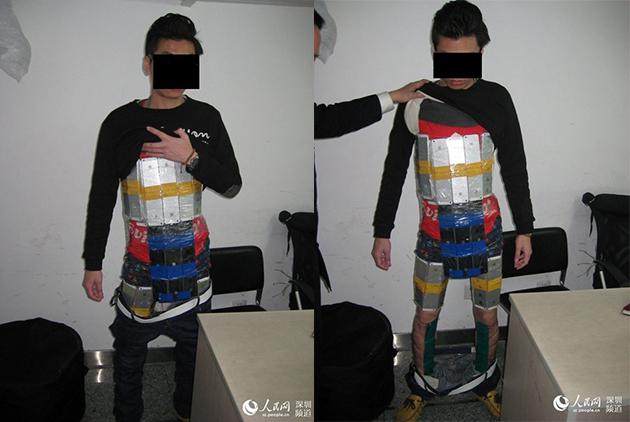 Detenido tras intentar colar en China 94 iPhones pegados a su cuerpo