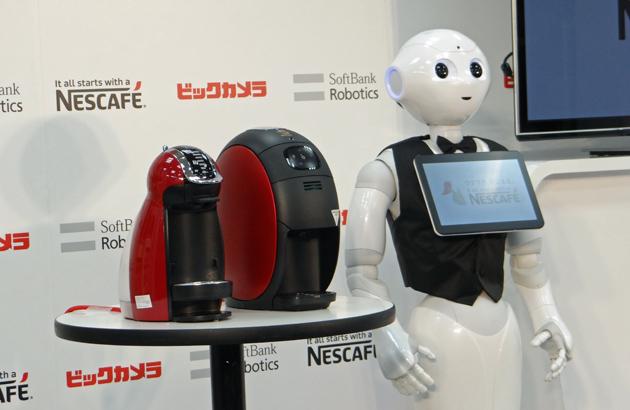 Pepi il robot di umanoide vuole vendervi una macchina del caffè di Nescafe