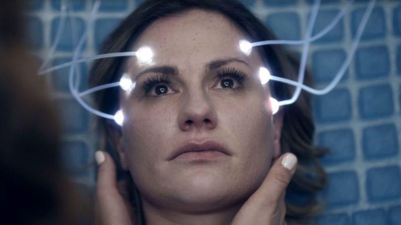 Anna Paquin em cena de 'Real Life', um dos episódios de 'Electric Dreams'