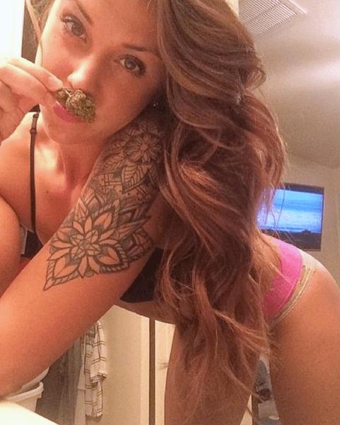 hot stoner girls, hot girls who smoke weed, 4/20 hunnies, marijuana instagram
