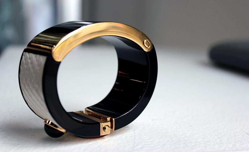 Il braccialetto astuto della MICA di Intel ha più stile che la sostanza (pratica)